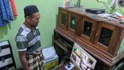 Pria Paruh Baya Terekam CCTV Leluasa Curi Amplfier Masjid