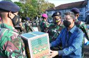Prajurit TNI AL Lantamal VI Makassar Terima Paket Lebaran dari Bank Mandiri