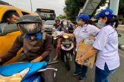 Pengguna Jalan di Depan Masjid Raya Medan Serbu Ratusan Paket Takjil Perindo