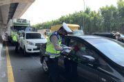 H-1 Lebaran, Pemudik Masih Padati Tol Jakarta-Cikampek Jelang Siang Ini