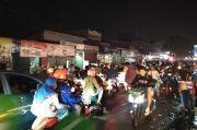 Ada Pasar Kaget, Malam Takbiran di Sejumlah Ruas Jalan Bekasi Macet