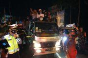 Razia Takbir Keliling, Petugas Turunkan Bedug dan Warga di Simpang Gadog