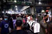 Timbulkan Kerumunan, Petugas Bubarkan Lapak Pedagang Pasar Kaget Jatinegara