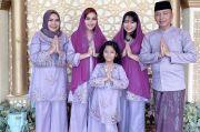 Nuansa Ungu Tema Baju Lebaran Keluarga Ayu Ting Ting Tahun Ini