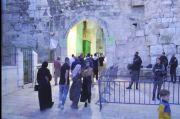 Tak Gentar Serangan Israel, Umat Muslim di Yerusalem Tetap Datangi Al-Aqsa untuk Salat Ied
