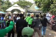Peziarah Ricuh dan Jebol Pagar, TPU Tegal Alur Ditutup Total dan Polisi Tambah Petugas