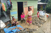 Warga Korban Banjir di Parapat Kecewa Bupati Datang Tak Bawa Bantuan
