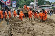 Percepat Pemulihan, Tim Gabungan Bersihkan Material Banjir di Kawasan Danau Toba
