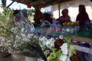TPU Tegal Alur Ditutup untuk Peziarah, Petugas Angkut Lapak Pedagang