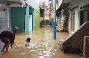 Banjir Kiriman, Permukiman Warga Kampung Melayu Terendam hingga 2 Meter