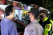 Ditanya KTP, Pengemudi Mobil Berplat B Maki-maki Petugas Penyekatan di Kuningan