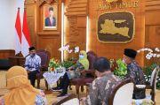 Bertemu PGRI dan MKKS, Gubernur Khofifah: Vaksinasi Guru Tuntas Akhir Juni 2021
