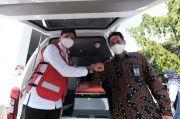 Bank Sulselbar Serahkan Bantuan Ambulans ke PMI Sulsel