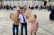 Senangnya Anak-anak Palestina Terima Bingkisan dari Askar Kauny