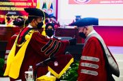 Jenderal TNI (Purn) Ryamizard Ryacudu Terima Gelar Doktor Honoris Causa dari Unhan