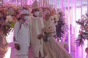Serasi dan Memesona, UAS-Fatimah Bersanding di Resepsi Pernikahan