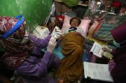 Wajah Sumringah Para Lansia Surabaya saat Digerebek Petugas Gabungan