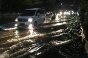 Jalanan Jakarta Selatan Dikepung Genangan, Lalu Lintas Macet Parah