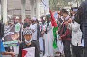 Diguyur Hujan, Peserta Aksi Bela Palestina Malah Kian Semangat