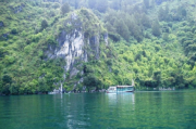 Batu Gantung dan Parapat, Objek Wisata Legenda di Danau Toba