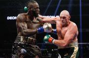 Tyson Fury Teken Kontrak Pertarungan Lawan Deontay Wilder