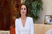 Apresiasi Perawat, Kate Middleton Tampil Anggun dengan Gaun Putih