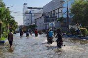 Usai Gerhana Bulan, kawasan Pesisir Utara Jakarta Terendam Banjir Rob