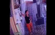 Pura-pura Masuk Toilet,Wanita Muda Terekam CCTV Curi Handphone di Sebuah Masjid