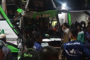 Bus Peziarah Adu Banteng dengan Truk di Pantura Demak, 1 Penumpang Tewas