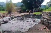 Polisi dan Satpol PP Perluas Area Aman Semburan Lumpur Situs Cipanas