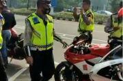 Polisi Tilang Sejumlah Pengendara Motor Sport di Senayan