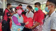 Kunjungi Desa Binaan Lantamal VIII, Puan Maharani Bagikan 950 Paket Sembako