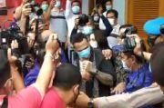 Tangis Istri Cantik Jerinx Pecah di Depan Penjara Kerobokan, Sambut Kebebasan Sang Suami