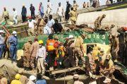 Korban Tewas Kecelakaan Kereta Api di Pakistan Jadi 56
