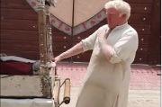 Wajah dan Gayanya Mirip Donald Trump, Penjual Es Krim Pakistan Viral