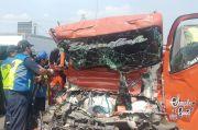 Seruduk Truk Tangki Bensin, Sopir Truk Air Tewas Terjepit di Kabin Pengemudi