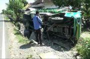 Sopir Ngantuk Berat, Truk Angkut Selai Terbalik di Jalur Pantura Tuban