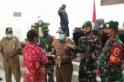 Warga Teluk Bintuni Ini Serahkan Bendera Bintang Kejora karena Cinta NKRI