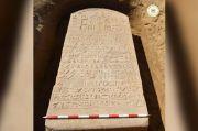 Petani Temukan Prasasti Batu Berusia 2.600 Tahun Peninggalan Firaun
