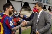 Bujuk Messi Bertahan, Laporta: Terima Kasih Aguero