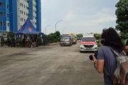 Diantar Bus Sekolah, Pasien Covid-19 Tiba di Rusun Nagrak