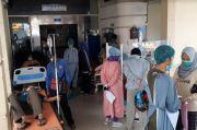 Rumah Sakit Penuh, Pasien COVID-19 di Tasikmalaya Antre di Lorong IGD