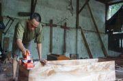 Angka Kematian Akibat COVID-19 Menggila, Perajin Peti Mati di Mojokerto Kelabakan