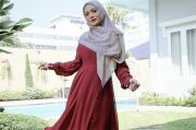 Krisdayanti Tampil dengan Gamis dan Hijab, Kecantikannya Dipuji Tiada Tanding