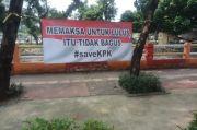 Dukung KPK, Spanduk Memaksa untuk Lulus itu Tidak Bagus Bertebaran di Jakarta