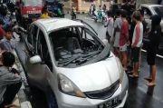 Parepare Gempar! Honda Jazz yang Diparkir di Depan Sekolah Tiba-tiba Meledak dan Terbakar
