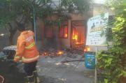 Rumah Warga Gresik Ambyar Usai Tabung Gas Meledak Disusul dengan Kobaran Api