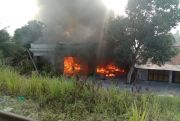 2 Ruko Terbakar Hebat, Warga Kalang Kabut Takut Kobaran Api Menyambar Permukiman