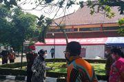 Kecewa Dapur Umum Belum Siap, Risma Semprot Petugas Kemensos di Bandung