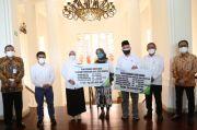 Menaker Ida Tinjau Vaksinasi Kedua bagi Pekerja Ritel di Bandung